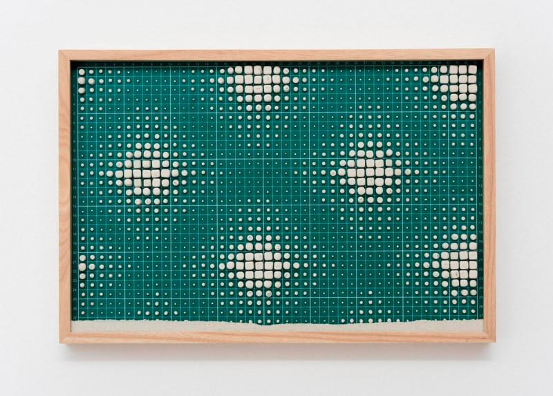 Galería Luisa Strina (DIALOGOS). Título: Erased composition (grid II). Artista: Marcius Galan. Año: 2017. Técnica: Rubber erasers, cutting mat