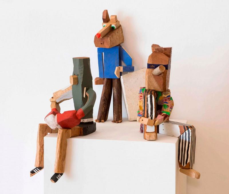 Galería El Apartamento. Título: Casting. Artista: Orestes Hernández. Año: 2019. Técnica: Objeto escultórico (Madera, telas, tornillos y plastilina)